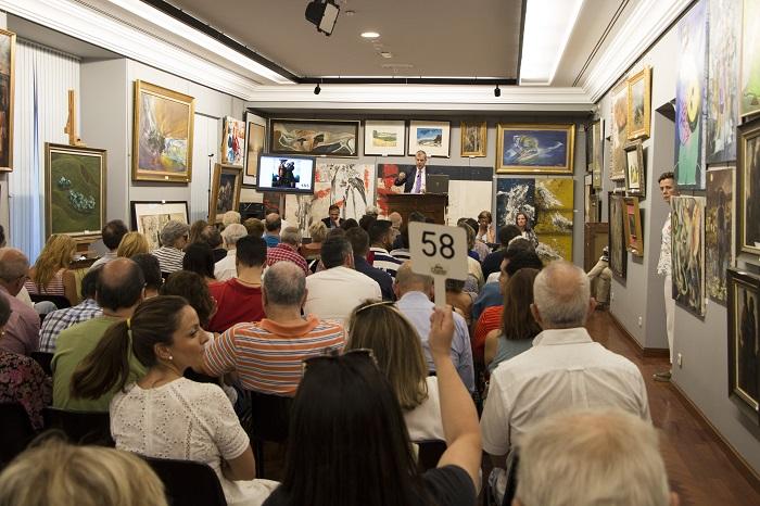 Gran éxito de la subasta solidaria de cuadros de Iberia a favor de Envera, en la sala Durán
