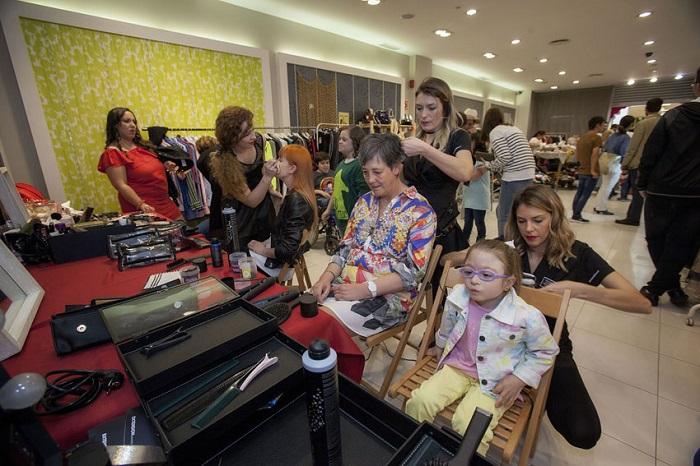 Moda para todos: niños y adultos con discapacidad intelectual triunfan sobre la pasarela