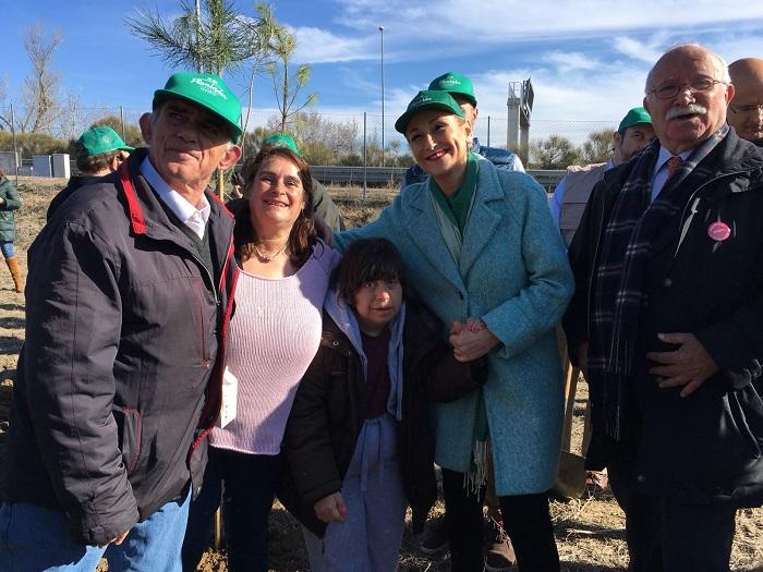 Cristina Cifuentes y Envera participan en la plantación de 800 árboles con el Ayuntamiento de Colmenar Viejo