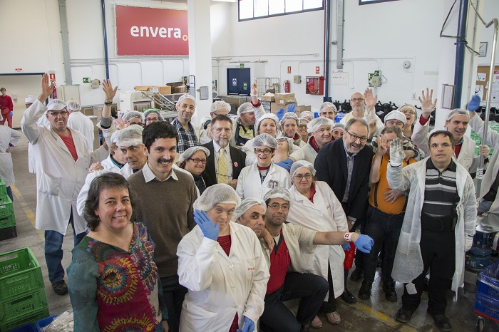 El delegado de Salud, Seguridad y Emergencias y la concejala de Barajas visitan a los alumnos y trabajadores  de Envera