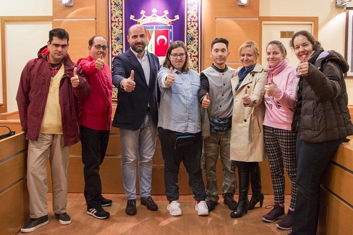 Siete personas con discapacidad de Envera comienzan sus prácticas en el Ayuntamiento de Colmenar Viejo