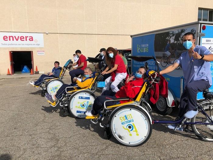 Los deportistas de Envera cuentan con cinco bicicletas adaptadas gracias a la Fundación Lukas