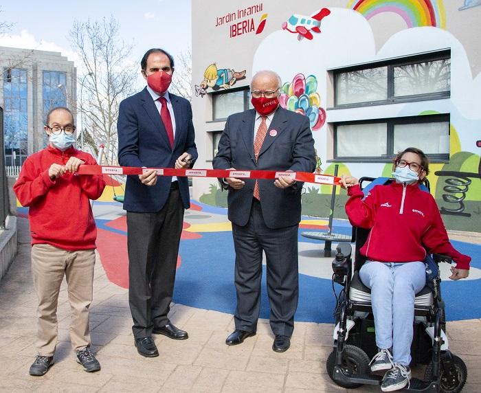 El presidente de Iberia inaugura el Jardín Infantil del Edificio Envera