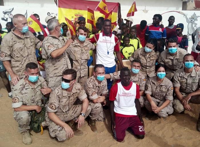 """Envera y Aviación Sin Fronteras envían material deportivo a la Escuela de Fútbol """"Vicente del Bosque"""" en Senegal"""